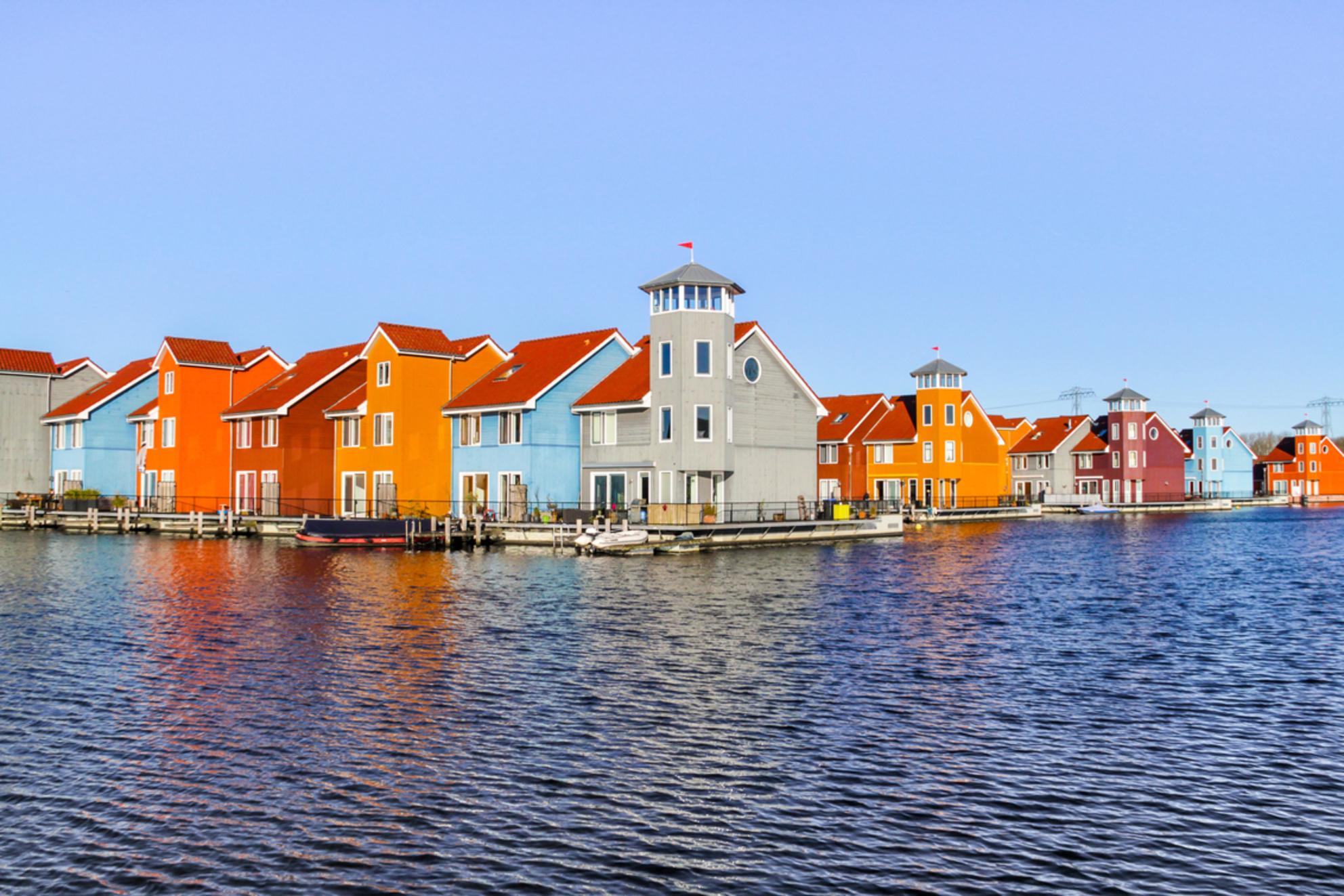 Colourful Houses - Groningen - - - foto door rg7d op 07-01-2018 - deze foto bevat: architectuur, reflection, blue, holland, urban, landscape, city, dutch, building, architecture, outside, reflect, outdoors, culture, multicolor