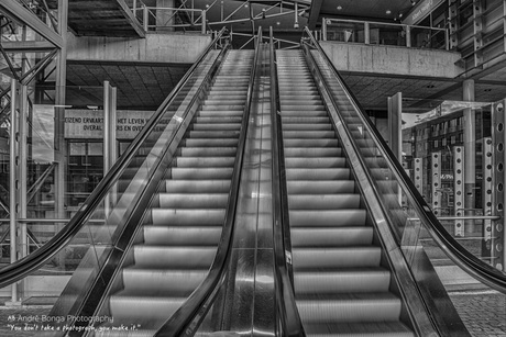 Escalator HDR Den Bosch