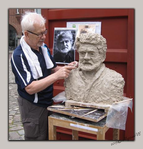 (amateur) Beeldhouwer boetseerd beeldhouwer
