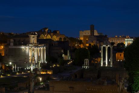 Forum Romanum in het blauwe uurtje