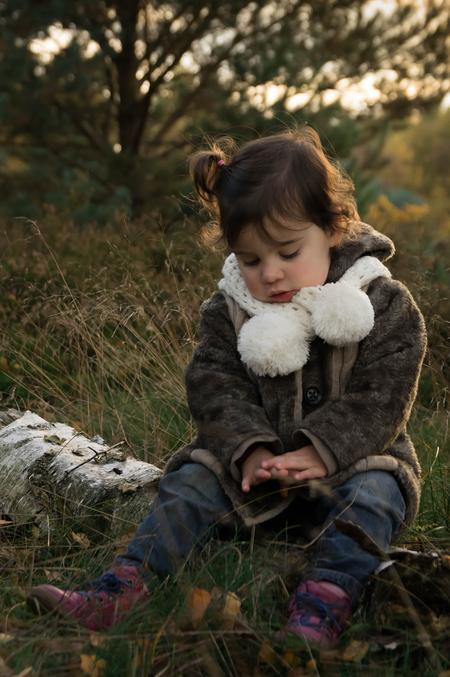 Lila momentje in het bos - - - foto door rakus op 09-12-2015 - deze foto bevat: portret, kind, emotie, pentax k3
