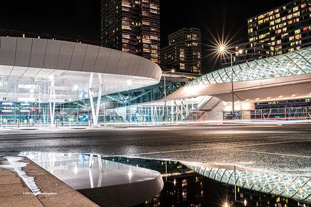 Oh oh Den Haag - Nieuw busplatform op Den Haag Centraal. Strakke architectuur. Gebruik gemaakt van een nightfilter van Nisi. - foto door tvdam_zoom op 18-11-2020 - deze foto bevat: nachtfotografie, centraal, avondfotografie, Den Haag, lange sluitertijd, nightfilter