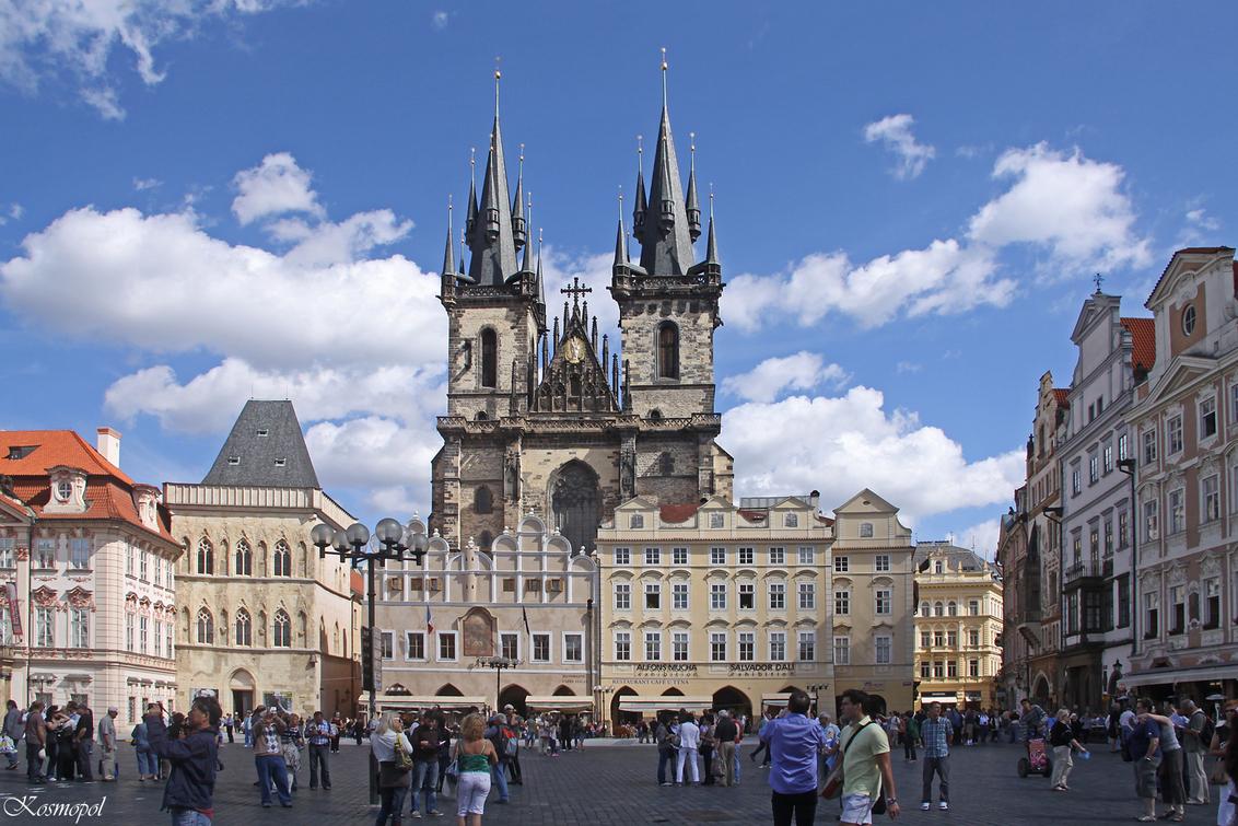 """Staroměstské náměstí - Het Staroměstské náměstí  (Tsjechisch voor """"plein van de oude stad"""" ) is een plein in Praag, genoemd naar de wijk waarin het gelegen is, de Oude Stad - foto door kosmopol op 12-10-2011 - deze foto bevat: praag, tsjechie, kosmopol"""