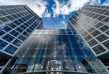 Den Haag 2 - XXX - foto door Jaap93 op 13-04-2021 - locatie: Den Haag, Nederland - deze foto bevat: den haag, wolk, gebouw, wolkenkrabber, lucht, dag, eigendom, licht, toren, azuur, infrastructuur