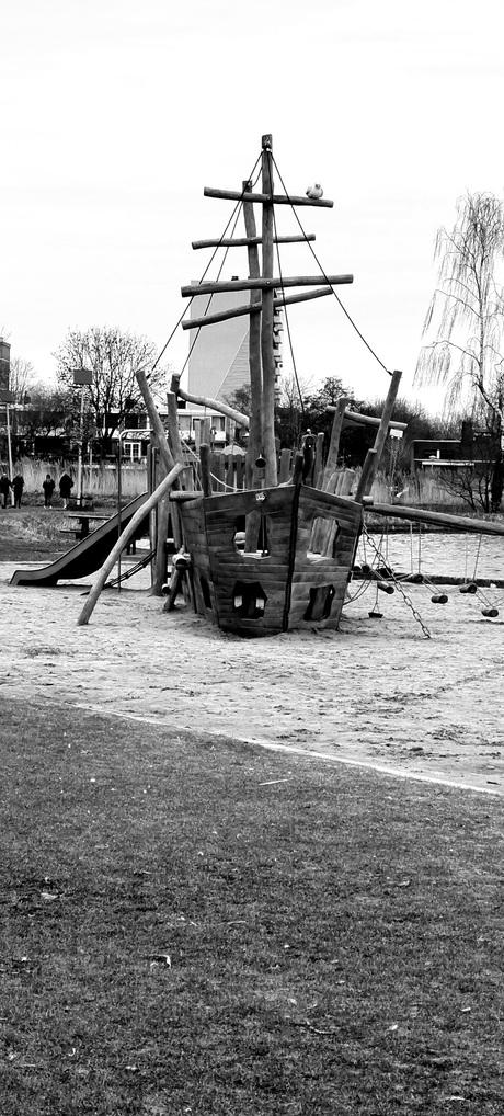 Speelschip bij de Zegerplas voor de allerkleinste Alphenaren