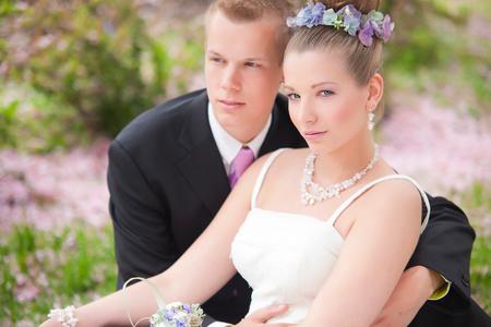 Kim en Mike trouwen roze paars tinten - Kim en Mike trouwen - foto door roosmarijnonline op 22-05-2013 - deze foto bevat: roze, soft, trouwen, model, tegenlicht, love, verliefd, kim, jurk, zacht, pastel, zwart-wit, lensflair