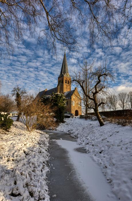 Kerkje in winterlandschap!