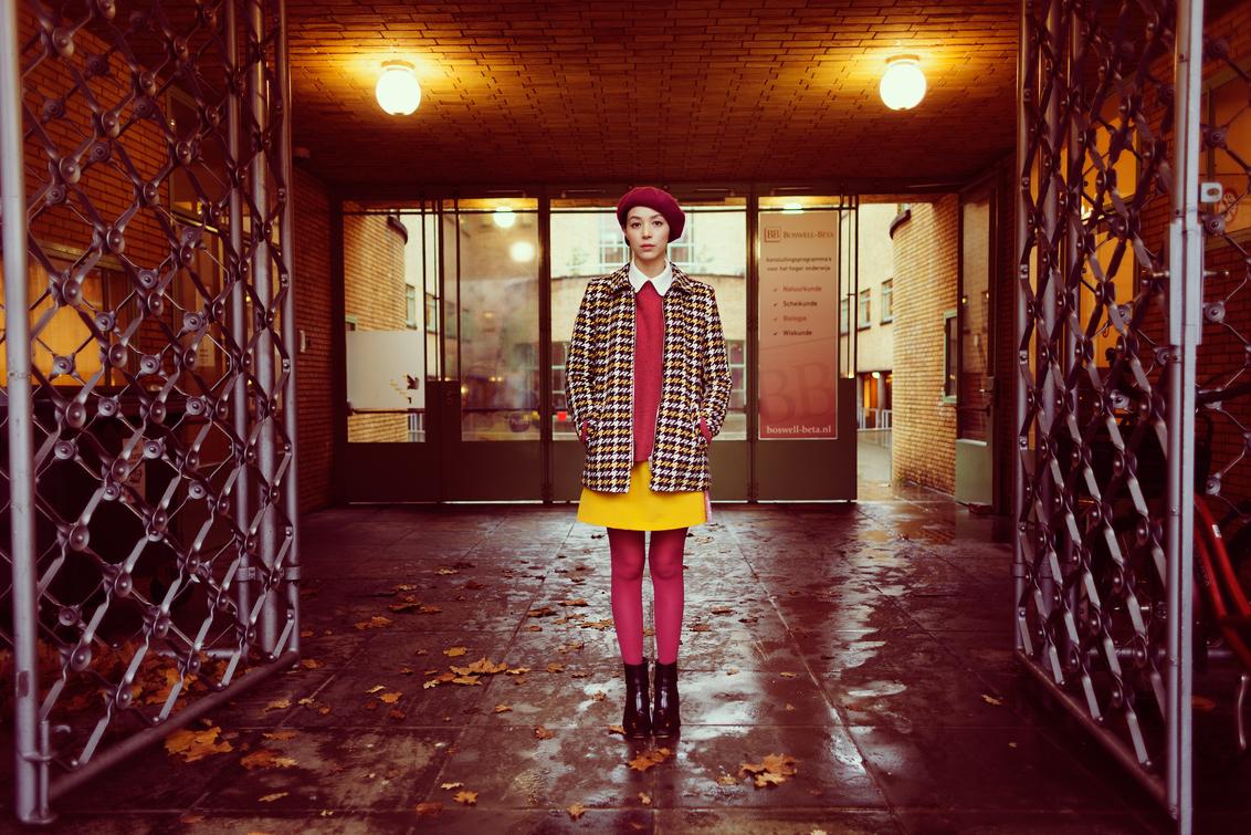 Juliet - Wes Anderson geinspireerde shoot met Juliet Klaar! - foto door richardterborg op 08-01-2018 - deze foto bevat: vrouw, meisje, straatfotografie