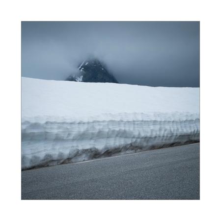 Road Through Snow. II - - - foto door Joshua181 op 17-11-2017 - deze foto bevat: lucht, sneeuw, vakantie, landschap, bergen, noorwegen, reisfotografie