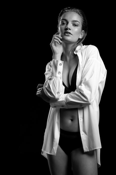 Tess fashionable in Black & White - 6
