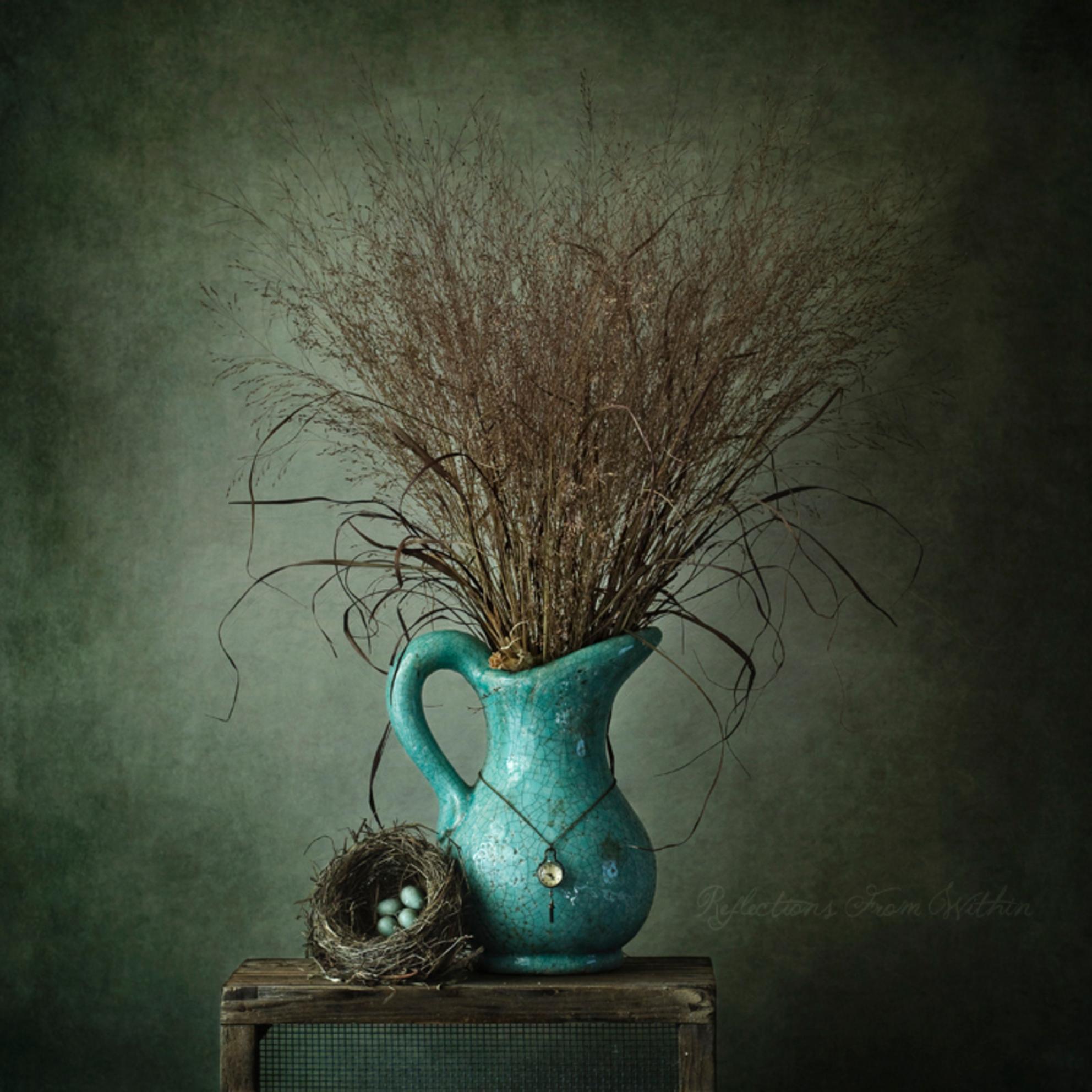 The Blues... - En nog een andere variatie op de blauwe vaas. Ik twijfel nog welke ik sterker vind dus ik laat ze beide even staan.   Laat ik wel even benadrukken  - foto door ReflectionsFromWithin op 05-05-2014 - deze foto bevat: oud, kleur, blauw, plant, lente, natuur, bruin, leven, merel, boeket, vogel, antiek, stilleven, voorjaar, kunst, art, ei, nest, klassiek, eieren, pluimen, vogelnest, eitjes, sereen, stills, schilderachtig, broeden, seizoen, sober, authentiek, fine art - Deze foto mag gebruikt worden in een Zoom.nl publicatie