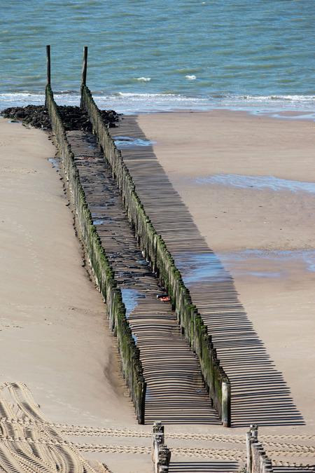 """schaduw - Hoog in de duinen, samen met de """"gravin"""", dus in goed gezelschap  Groetjes, Caroline.  Bedankt voor de reacties bij mijn vorige upload! - foto door cibjen op 03-04-2014 - deze foto bevat: kust"""
