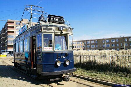 Oude Tram van NHZ - Deze oude tram heb ik genomen op Scheveningen (halte op het strand) toen het nog erg mooi was. Ik knijp er een weekje tussen uit op Zoom,nee niet na - foto door Henry60 op 09-05-2010 - deze foto bevat: Oude Tram van NHZ
