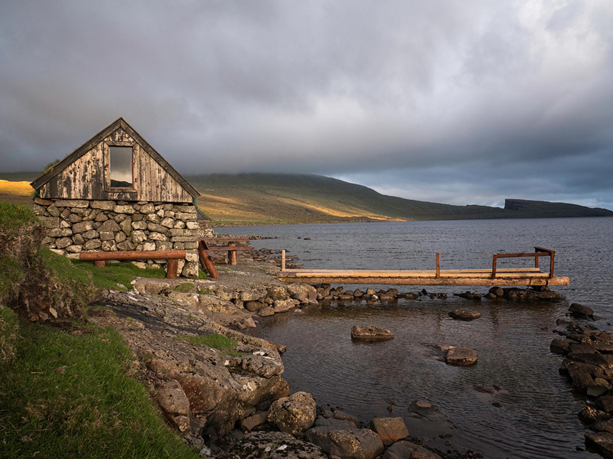 Near Bøsdalafossur - Onderweg naar de waterval van Bøsdalafossur - foto door Lakesite op 13-09-2017 - deze foto bevat: lucht, wolken, kleur, zon, uitzicht, water, boot, zonsondergang, reizen, landschap, bergen, wandelen, cultuur, reisfotografie, europa