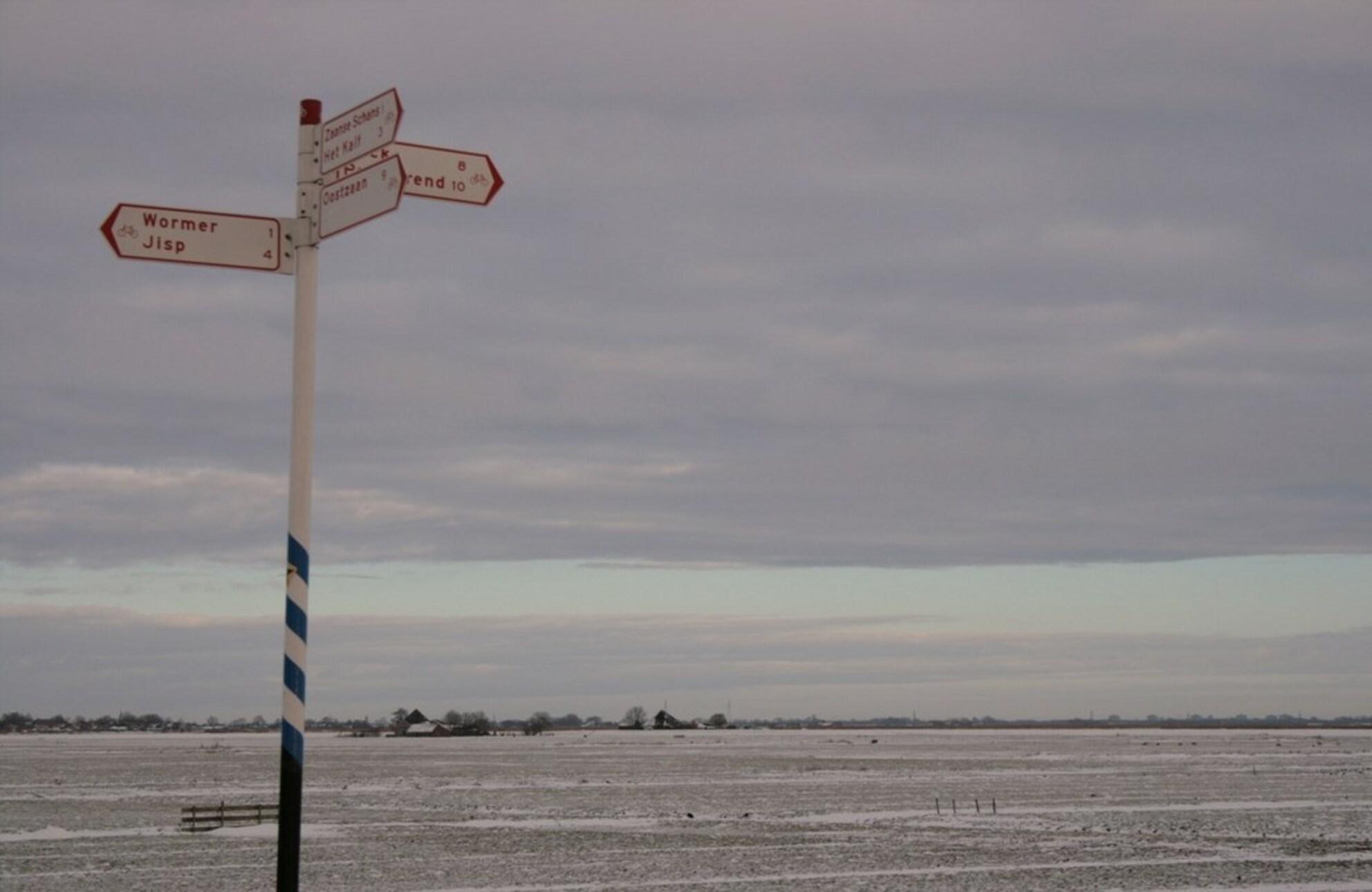 Enge Wormer in de Winter - Aan 't einde van de Zaanse Schans kom je uit in de Enge Wormer, waar altijd een weldadige rust heerst. - foto door Ambersan op 29-12-2010 - deze foto bevat: zaanstreek