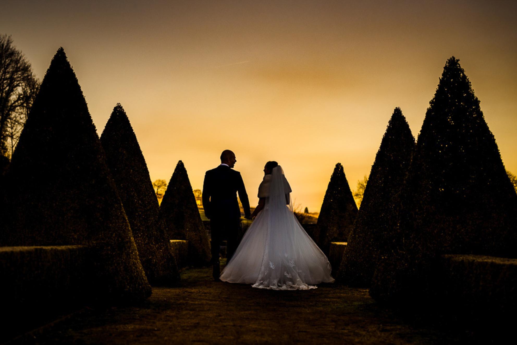 Sunset... - - - foto door stan83_zoom op 27-11-2019 - deze foto bevat: mensen, zon, sunset, avond, liefde, huwelijk, bruiloft, bruidspaar, bruidsfotografie - Deze foto mag gebruikt worden in een Zoom.nl publicatie