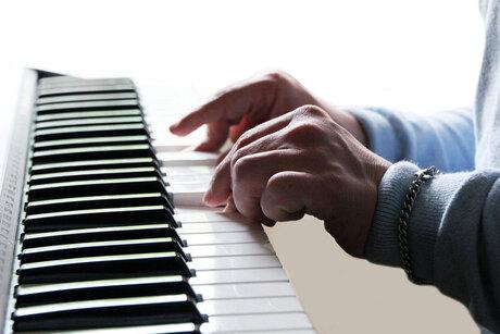 pianospel1defzm.jpg