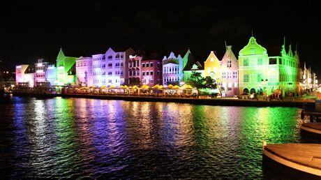 Willemstad bij nacht curacao