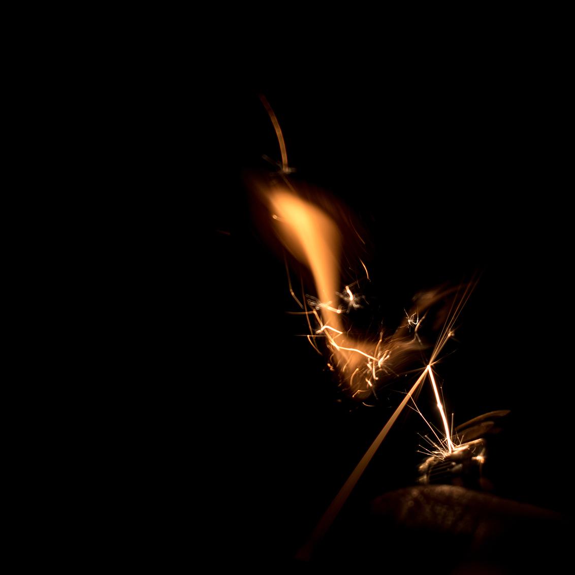 Fire - - - foto door niy op 24-01-2021 - deze foto bevat: mensen, donker, kleur, abstract, licht, structuur, portret, beeld, reclame, schaduw, zelfportret, silhouet, kunst, muziek, vuurwerk, stoer, kracht, vintage, sfeer, sepia, beweging, contrast, hdr, creatief, textuur, details, retro, lomo, flitsen, wallpaper, bokeh, commercial, styling, lightroom, nik