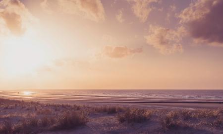 duinenzicht - Zeezicht langs het strand van Nieuwpoort , België - foto door ronin123 op 20-05-2015 - deze foto bevat: strand, zee, natuur, landschap, duinen