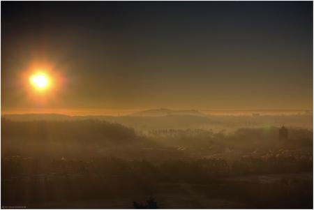 Zonsopkomst - Zonsopkomst vanmorgen in een ijzige kou! Heerlen, 11-12-13 - foto door kezmaster op 11-12-2013 - deze foto bevat: zon, winter, mist, zonsopkomst, sunrise, kou, heerlen
