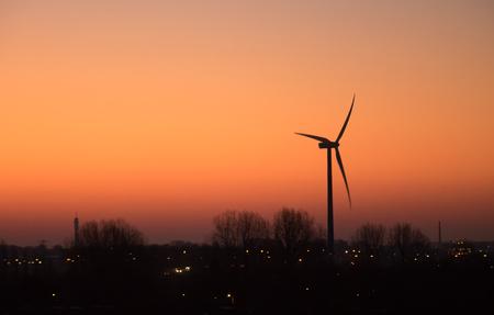Morning has Broken - Altijd mooi om zo wakker te worden.  Bedankt voor de fijne reacties bij mijn vorige opname :) - foto door Lilian2010 op 16-11-2020 - deze foto bevat: licht, landschap, zonsopkomst, windturbine, heemskerk