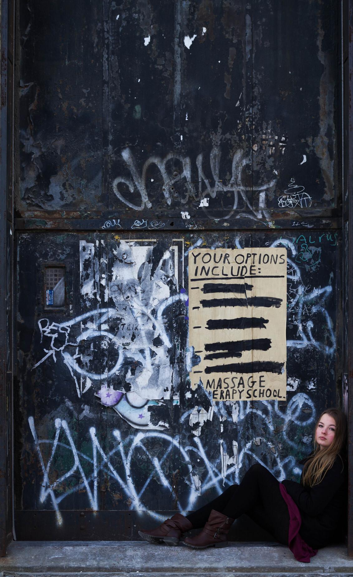 Janika in Brooklyn #2 - Een foto van dezelfde shoot. Deze keer met een wat wildere achtergrond. - foto door lk123456789 op 07-01-2015 - deze foto bevat: portret, graffiti, brooklyn, New York