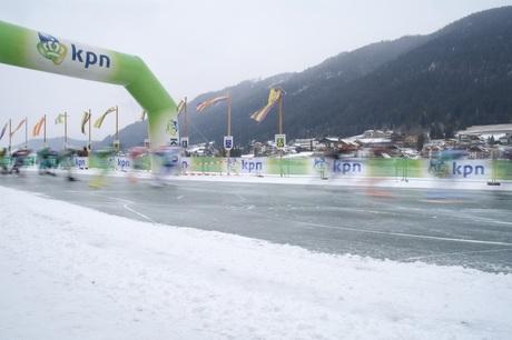 Marathonschaatsers op de Weissensee