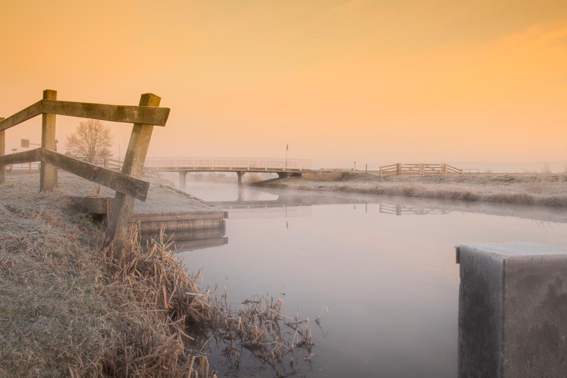 Zonsopkomst met mist - - - foto door RvdK80 op 08-03-2021 - deze foto bevat: lucht, water, natuur, mist, zonsopkomst, brug, polder