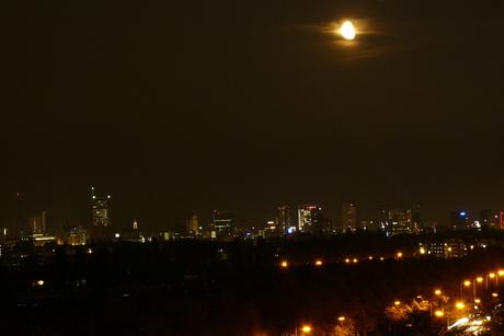 Rotterdam nacht maan