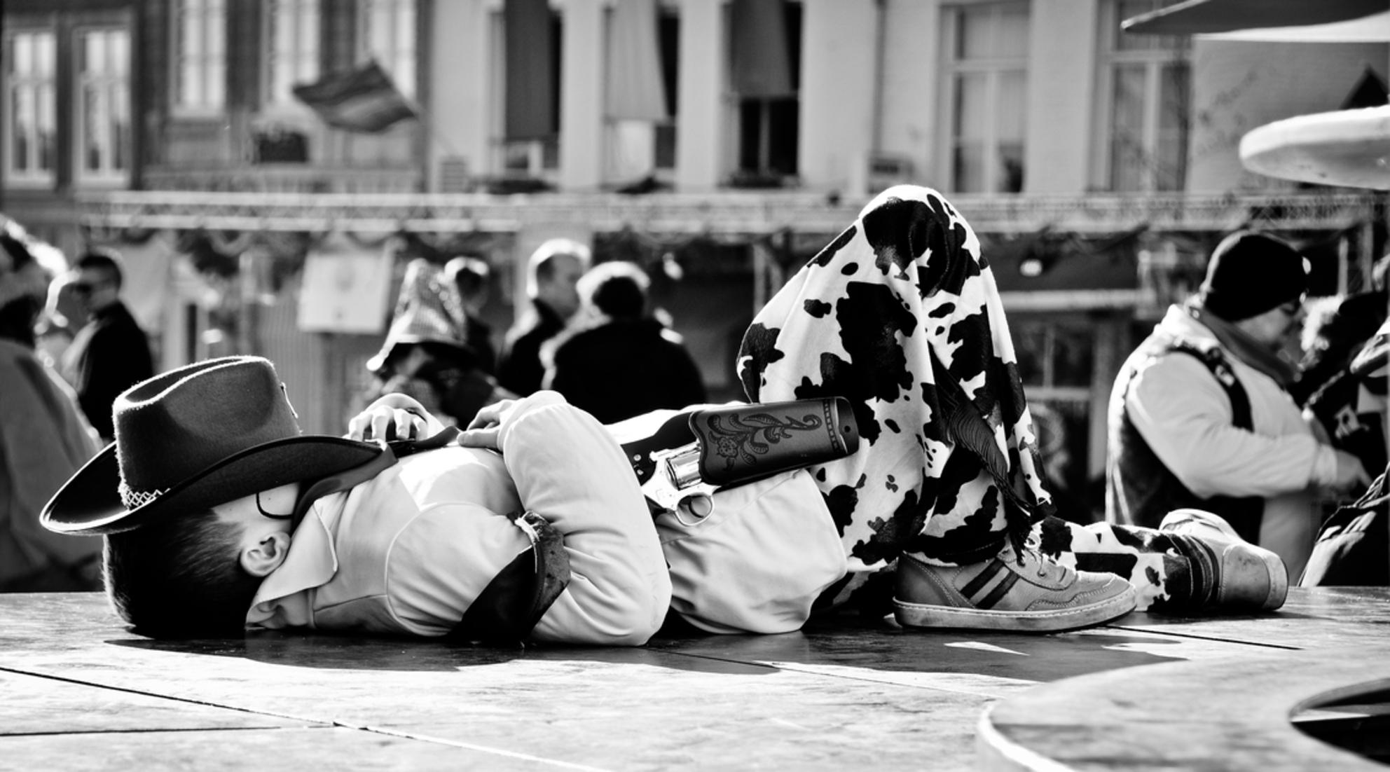 Untitled... - - - foto door ellis77 op 15-02-2018 - deze foto bevat: carnaval, zwartwit, straatfotografie, cowboy