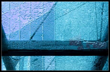 Zachtjes tikt de regen.........