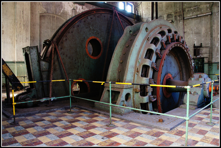 Machinekamer - Dit is de oude machinekamer waarmee schacht 1 werd bediend. - foto door vossie8 op 20-10-2011 - deze foto bevat: wiel, industrie, werken, mijn, onderhoud