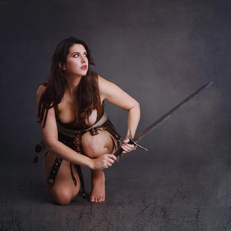 Defeated Gladiator - model Luisa-Maria - foto door jhslotboom op 17-09-2019 - deze foto bevat: zwart, beauty, naakt, rok, gladiator, brunette, romeins, topless, vrouwelijk, verslagen, srtijdster, stijder, ourfit