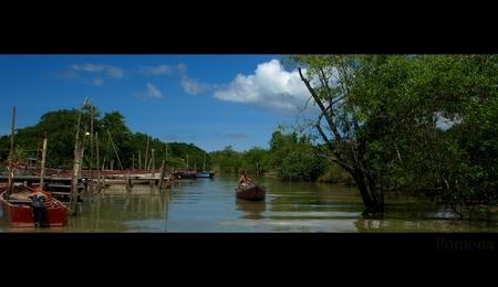 Pomona - Vissersdorp aan de Surinaamse rivier.  Krap aan de linkerkant, ivm mensen die daar stonden!    okt 2009    ThanX voor de reacties op mijn v - foto door stanga op 05-02-2010 - deze foto bevat: stanga