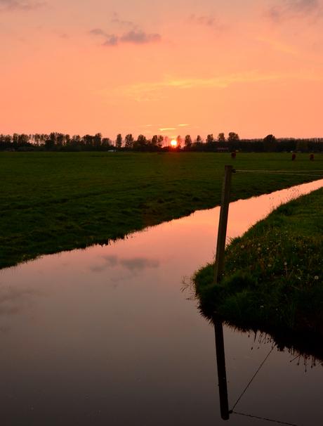 zonsondergang op het platte land