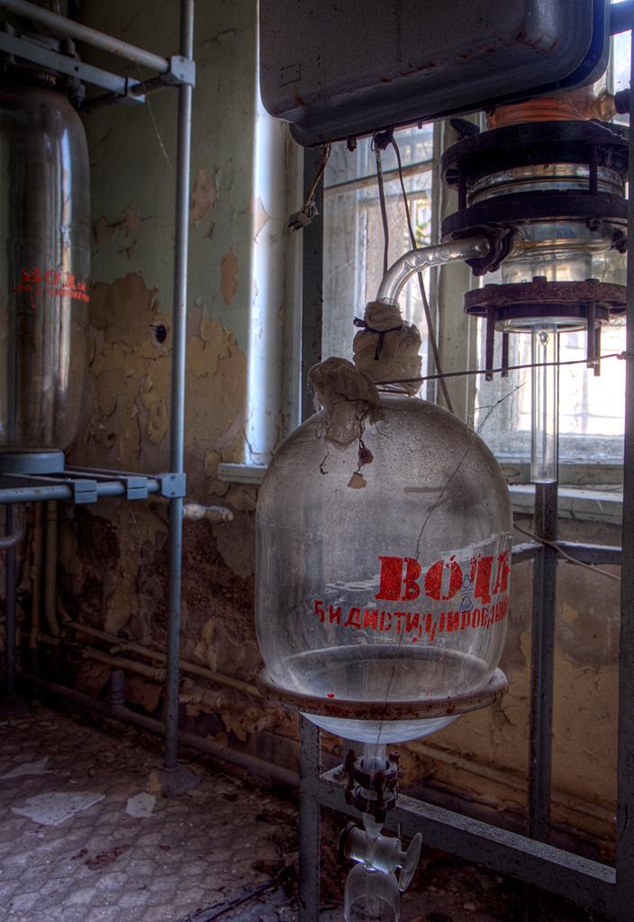 Russian Sanatorium 8 - Op 20-11-2010 hebben Jos,Ewout,bastiaan en ik een bezoek aan dit sanatorium  Het is een hdr foto  Kijk ook eens op mijn website: [url]http://lost - foto door Jascha_400D op 03-12-2011 - deze foto bevat: old, time, in, vergeten, urban, lost, germany, verboden, hdr, forbidden, ziekenhuis, place, forgotten, urbex, sanatorium, ddr, tonemapping, russian, decay, hoste, places, jascha, ue