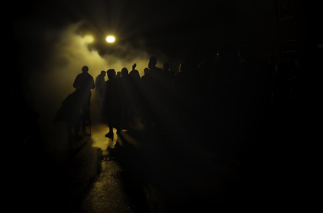Fear of the Dark - .... - foto door violator op 11-04-2021 - deze foto bevat: wolk, lucht, flitsfotografie, zonsopkomst, mensen in de natuur, warmte, zonsondergang, asfalt, landschap, duisternis