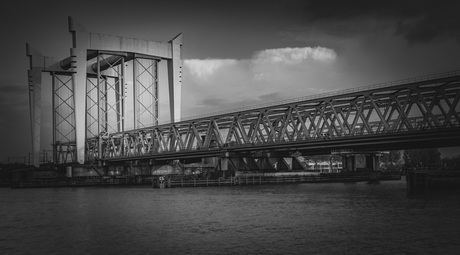 Spoorbrug in spotlight