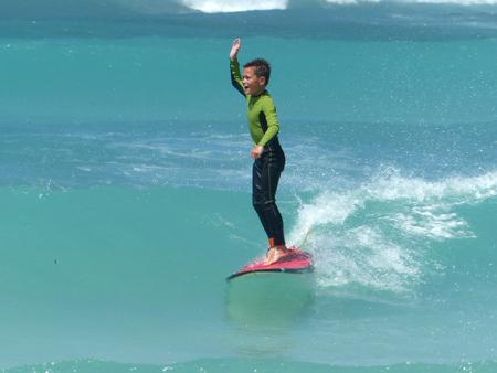 ik kan het!! - stoer recht op de plank - foto door Krea10 op 14-04-2021 - locatie: Aruba - deze foto bevat: water, surfen, surfplank, sportuitrusting, lichaam van water, surfuitrusting, recreatie, windgolf, reizen, vrije tijd