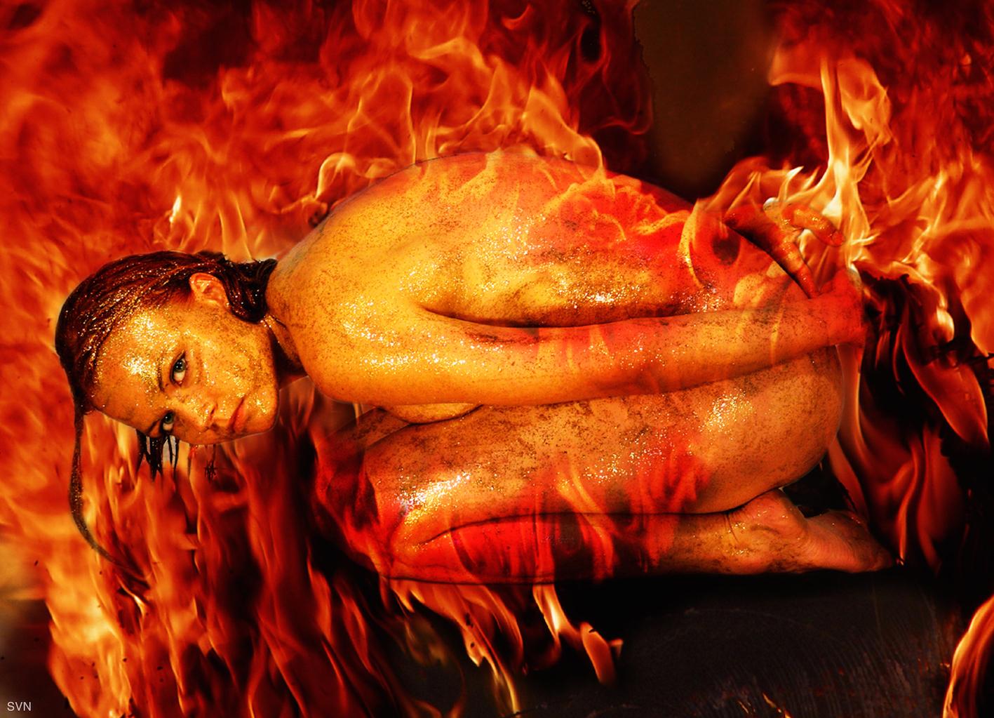 Fire she said - Photoshop, bodypaint - foto door hybryds op 05-05-2021 - deze foto bevat: hybryds, vuur, goud, bodypaint, menselijk lichaam, organisme, warmte, flitsfotografie, kunst, evenement, vlees, vlees, mythologie, cg-illustraties