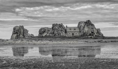 The house between two rocks