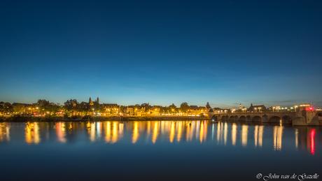 Skyline van Maastricht met uitzicht op  de Maasboulevard.