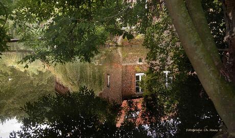 Frans boerderijtje in spiegeling