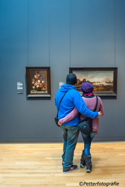 Rijksmuseum 1 - - - foto door petter24 op 25-11-2015 - deze foto bevat: amsterdam, kleur, licht, museum, kijken, toeristen, rijksmuseum, schilderijen, bezoekers, oude meesters - Deze foto mag gebruikt worden in een Zoom.nl publicatie