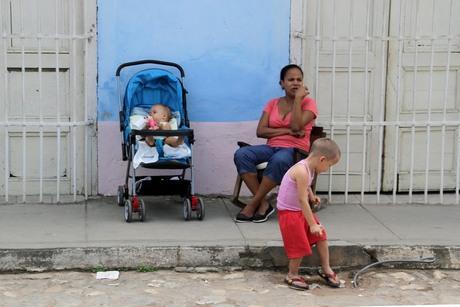 vrouw met kleine kinderen