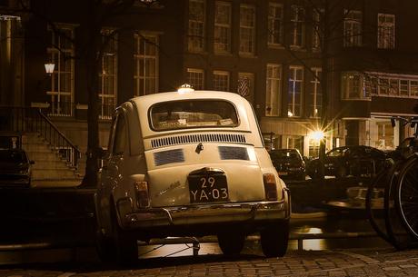 Fiat 500 at night