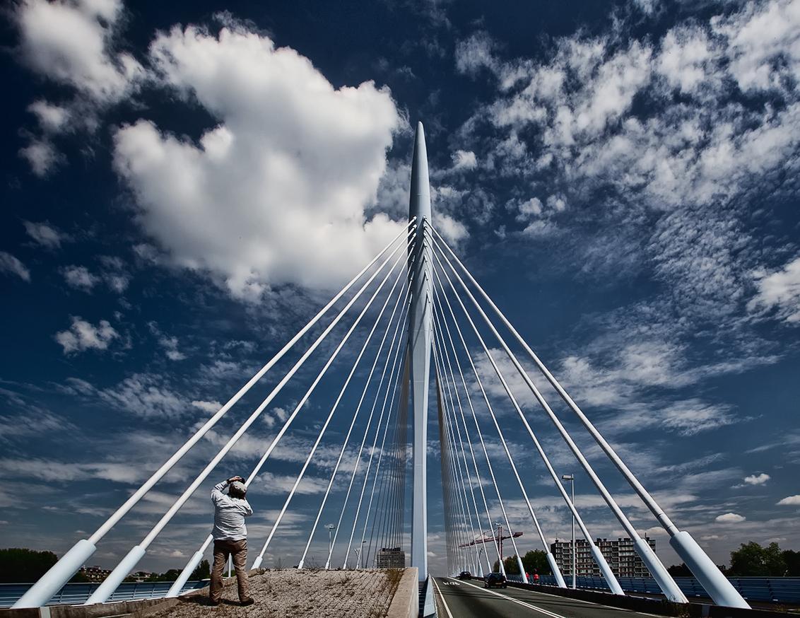 Utrecht, prins Clausbrug 3 - En wie hebben we daar dan....... Wie het weet mag het zeggen. - foto door PhotoMad op 20-06-2010 - deze foto bevat: brug, utrecht, Prins Clausbrugm PhotoMad
