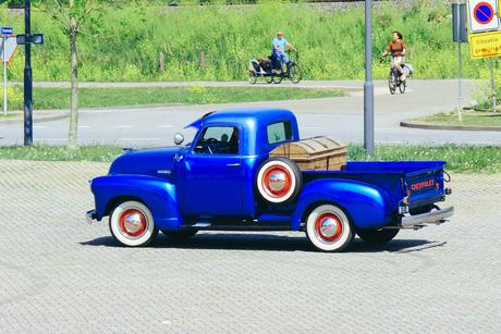 oldtimer on the road