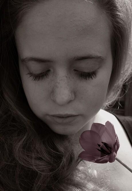 Zelfportret met een mooie tulp.